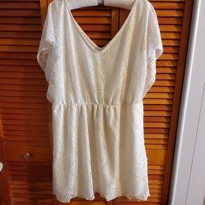 Dresses & Skirts - Pretty crochet dress